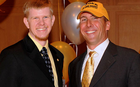 Daniel M. Reck '03 receives an award from President Casey. (Photo by Marilyn Culler)